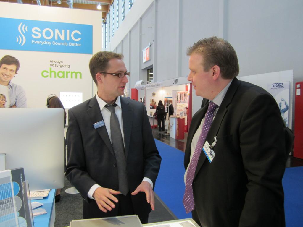 Funktion (z.B. GF) Max Mustermann präsentierte die neue Hörsystemfamilie Charm.