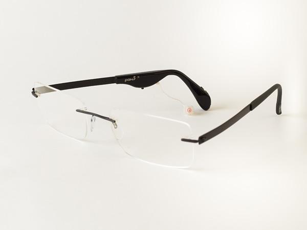 pan Hörsystem an Brille mit Metallbügeln