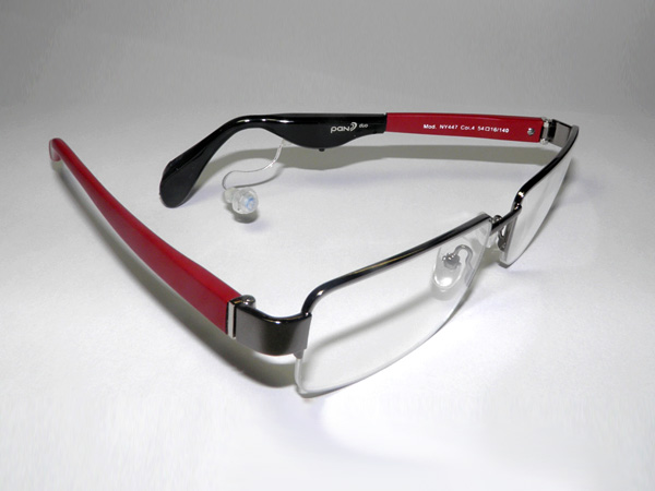 pan Hörsystem an Brille mit Kunststoffbügeln