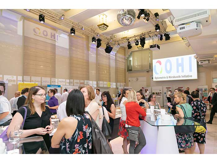 OHI-UPDATE-2019-04-Festsaal-Aussteller-15-Besucher