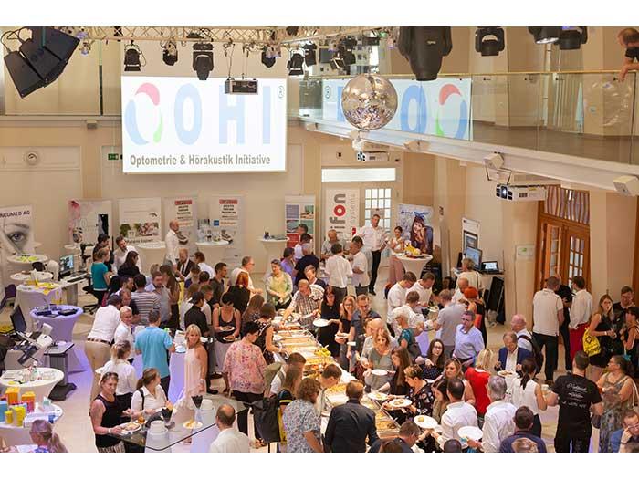 OHI-UPDATE-2019-04-Festsaal-Aussteller-58-Besucher