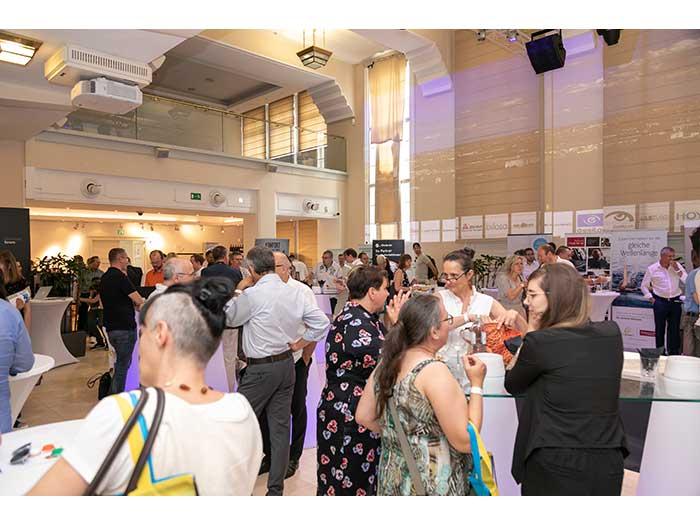 OHI-UPDATE-2019-04-Festsaal-Aussteller-70-Besucher