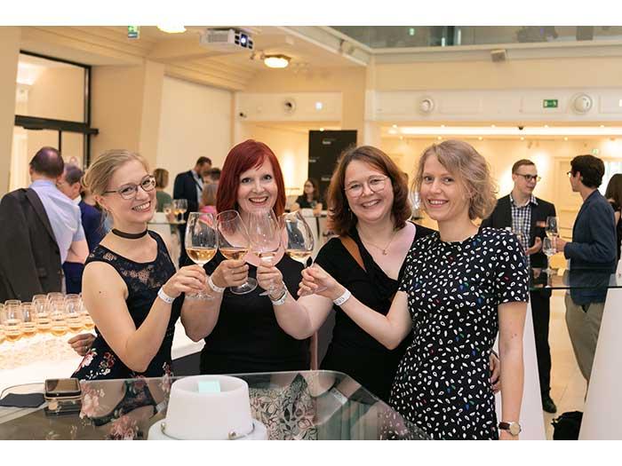 OHI-UPDATE-2019-05-SILMO-Weinverkostung-Gewinnspiel-31-PflegerDamen