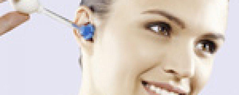 Ohrenreinigung mit der earshower/Ohrdusche